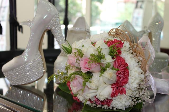 bridal-1050283_640