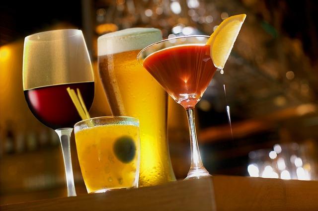 cocktails-2363151_640