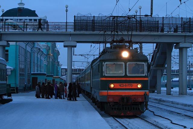 train-1891386_640