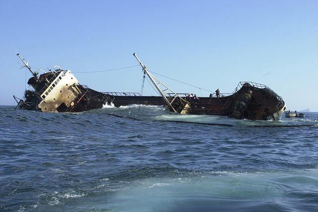 ship-83523_640